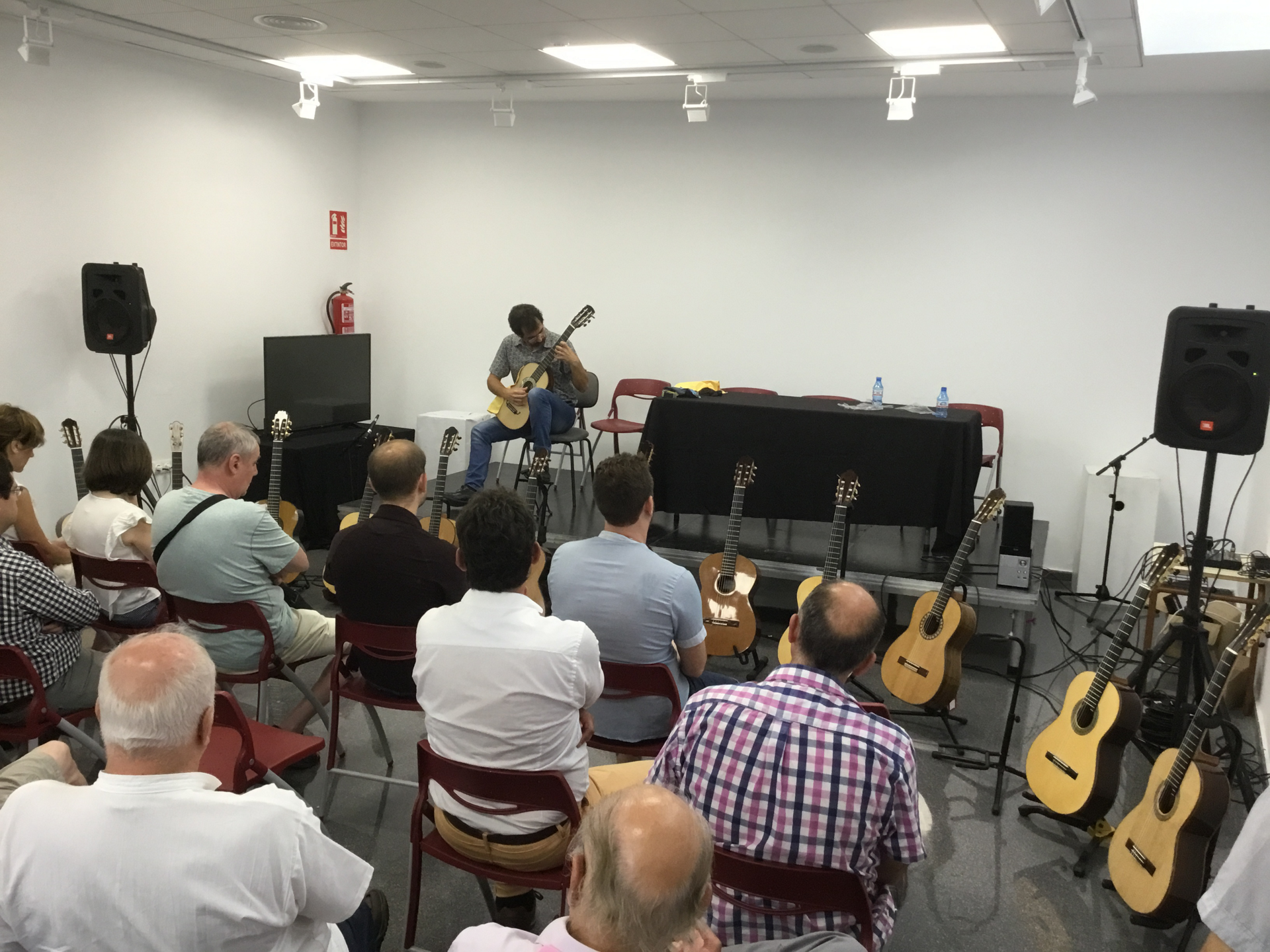 Exhibition of artisan guitars at Villa Petrer 2018